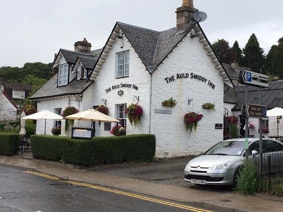 The Auld Smiddy Inn: Sit outside if the weather permits