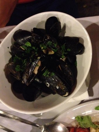 Nireas: Mussels cooked with white wine