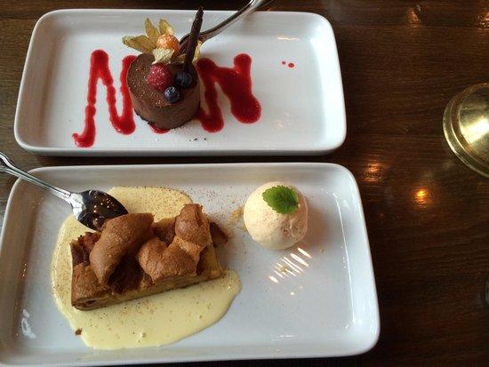 Bryggeloftet & Stuene : Chocolate mousse and apple cake with vanilla ice cream for dessert