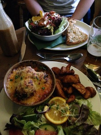Rugglestone Inn: Meatballs and wedges and smoked chicken salad