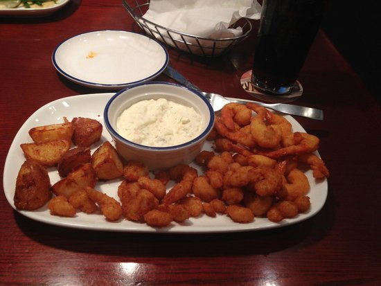 Red Lobster: Fried Shimp and a BIG bucket of Tarter....YYUUMM