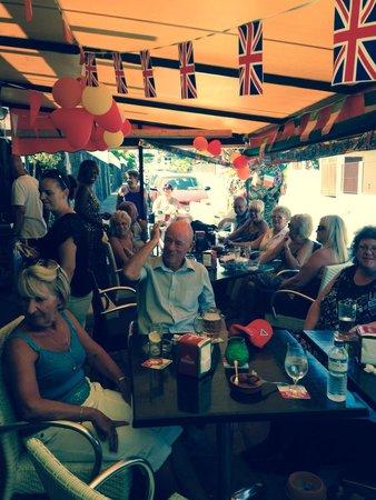 Aries Bar & The Gallipot Restaurant: Great atmosphere !!!