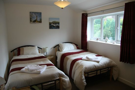 4t4 Bed and Breakfast: Sauberes Zimmer
