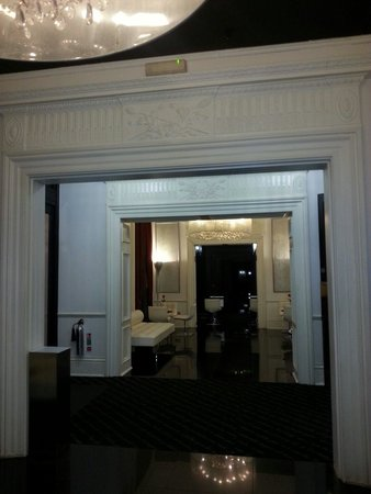 The Queen's Gate Hotel: Reception