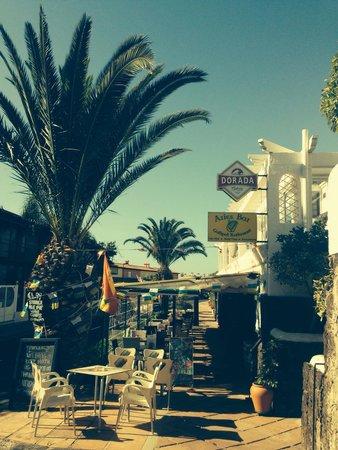 Aries Bar & The Gallipot Restaurant: Entrance
