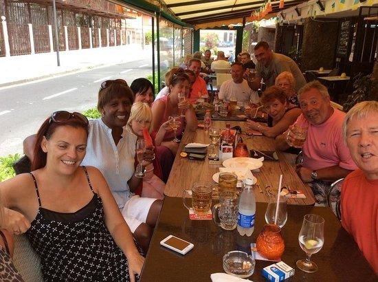 Aries Bar & The Gallipot Restaurant: Enjoying a sunny afternoon