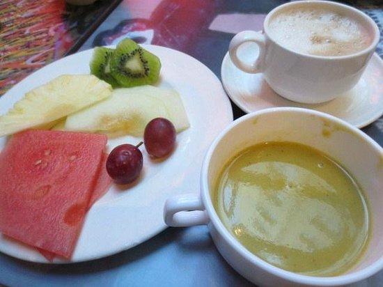 Hotel Paseo del Arte: 朝食の珈琲他