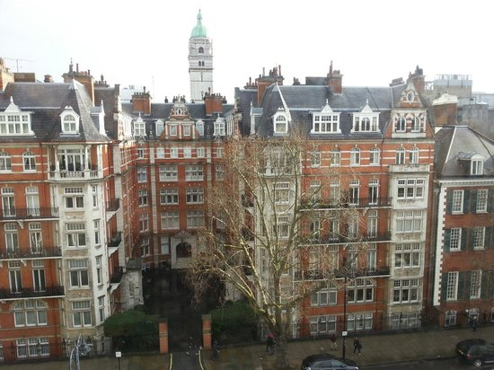 The Queen's Gate Hotel: Nice view over the street