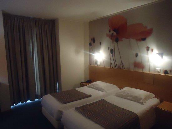 Hotel Estrela de Fatima: the bed