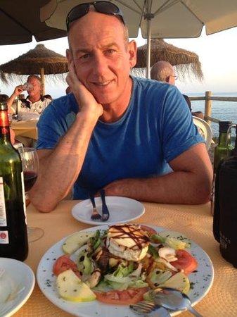 Restaurante Chiringuito Carlos y Paula: Huge goats cheese salad!