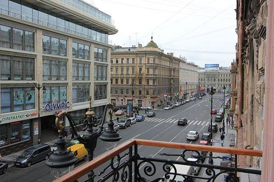 Martin Hotel : This is the north view from the balcony of my room. As you can see, Nevsky Prospekt is just a co