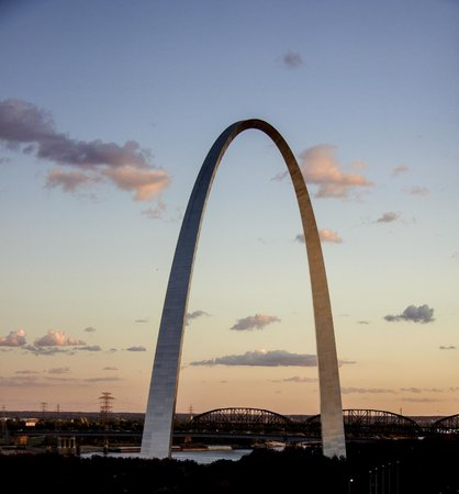 Gateway Arch: Arch at sunset