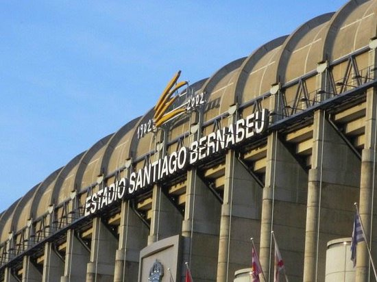 Stadio Santiago Bernabeu : 向正面