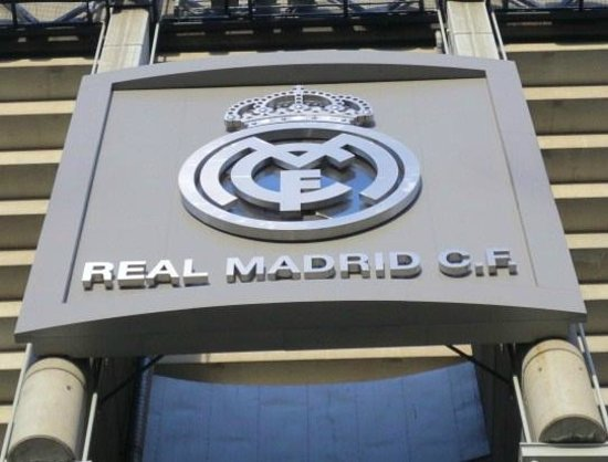 Stadio Santiago Bernabeu : クラブのロゴ