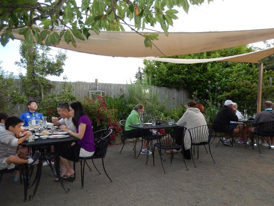 Alder Wood Bistro: The Almost Covered Courtyard