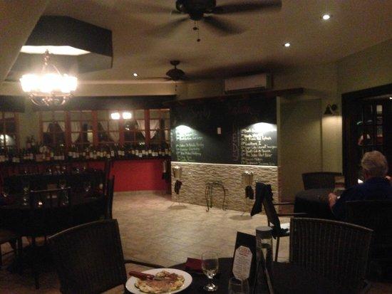 Simply Italian: Inside bar. Sit outside!