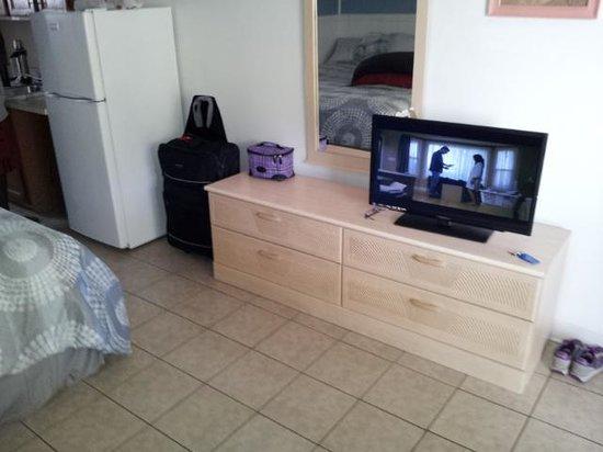 Sahara Motel: room tv area