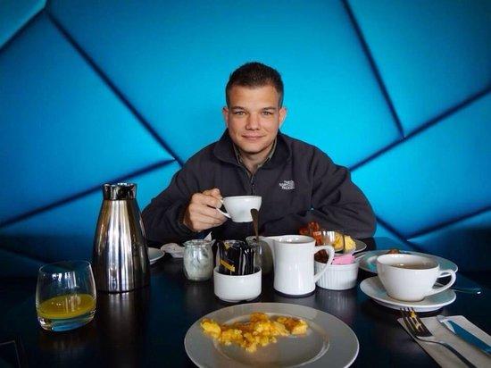 ION Adventure Hotel: Morning breakfast