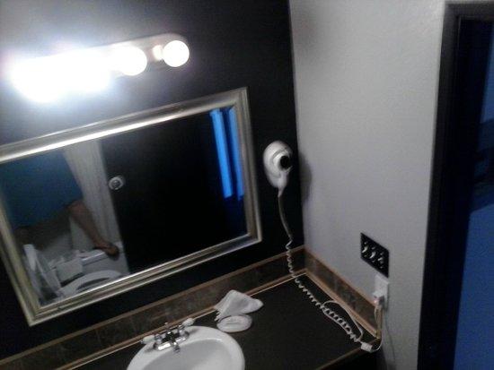 Kennewick Suites : Bathroom