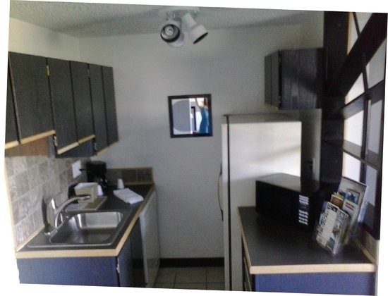 Kennewick Suites: Kitchen