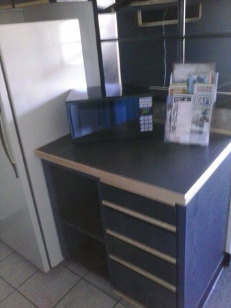 Kennewick Suites: Kitchen/microwave