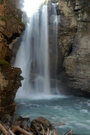 Johnston Canyon Resort: The falls at the top of the walk