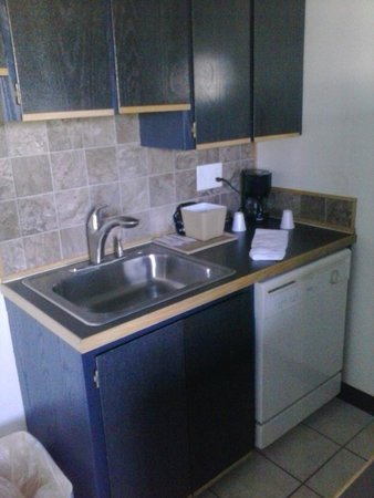 Kennewick Suites: Kitchen/Sink