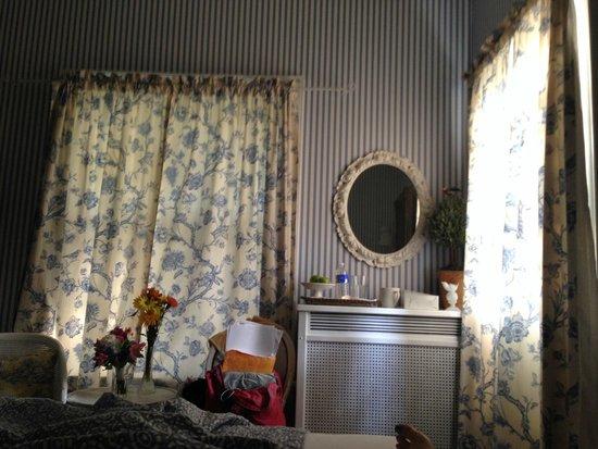 Hillcrest Inn: The french room