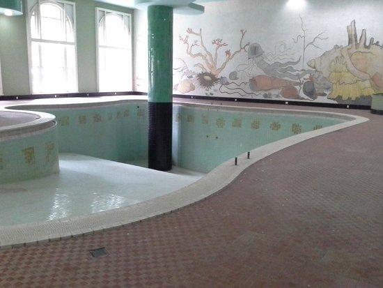 Braganca Palace Hotel: Piscina coberta do Hotel Quitandinha