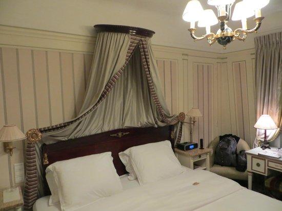 Hotel Napoleon Paris: Habitacion