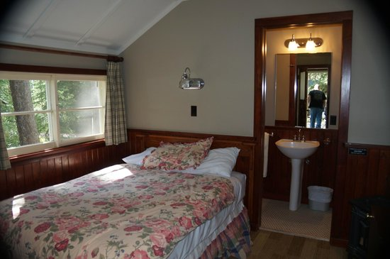 Our 1 bedroom cabin picture of johnston canyon resort for Johnston canyon cabins