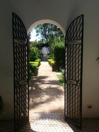 Villa Favorita: Hagen utenfor resturangen