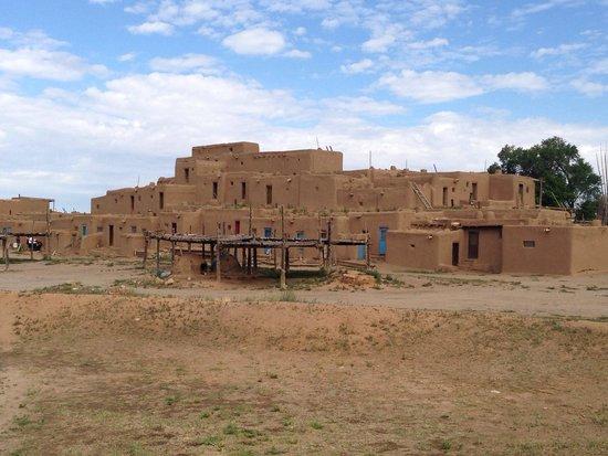 Taos Pueblo : 1000 year old structure