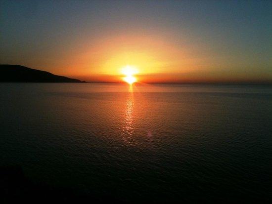 Hotel New-Beach : le coucher du soleil vu de la fenêtre de la chambre