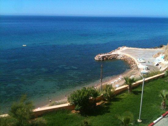 Hotel New-Beach : La plage de l'hôtel vu de la chambre