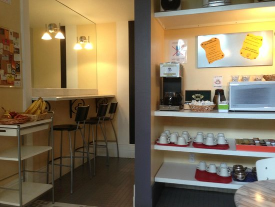 Chateau de l'Argoat: Breakfast nook and selections
