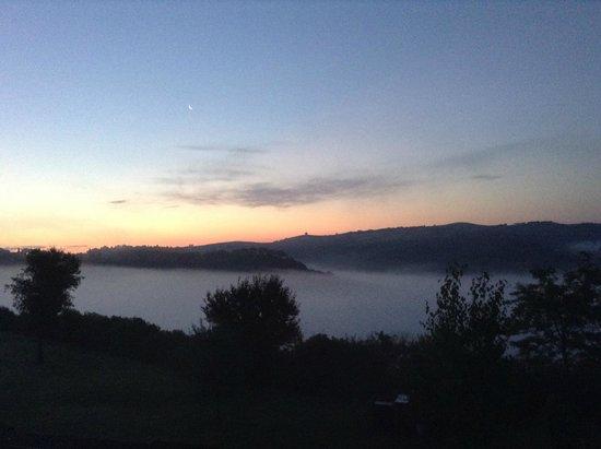 Podere Salicotto: Sunrise view from villa window