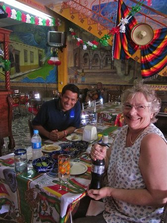 Disfrutando comida típica de México