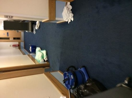 Travelodge Edinburgh Central Princes Street: General chaos!