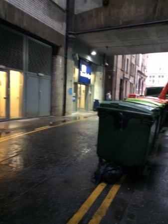 Travelodge Edinburgh Central Princes Street: The actual entrance