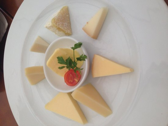 ErlebnisSennerei Zillertal: Cheese and butter samples