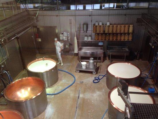 ErlebnisSennerei Zillertal: Cheese making