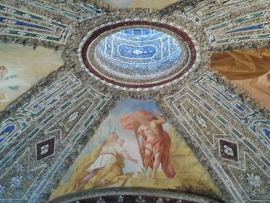 Nymphenburg Palace (Schloss Nymphenburg) : cathedral ceiling made of seashells