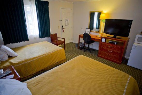 Redwood Creek Inn: 2 Double Beds