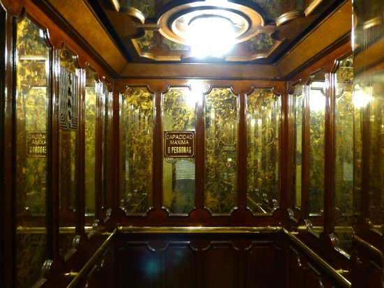 Gran Hotel Bolivar: Beautiful old elevator