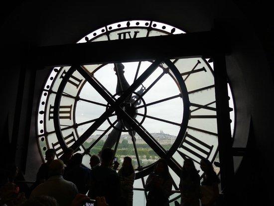 Musée d'Orsay: Vista interna na sala do alto do Museu.
