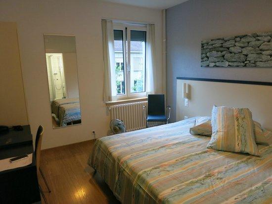Bristol Hotel Zürich: 部屋は十分な広さ