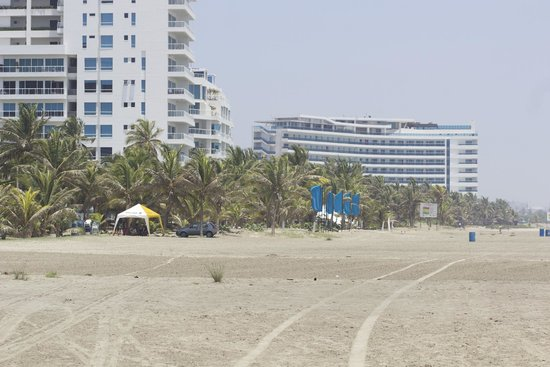 Radisson Cartagena Ocean Pavillion Hotel : Walking the beach