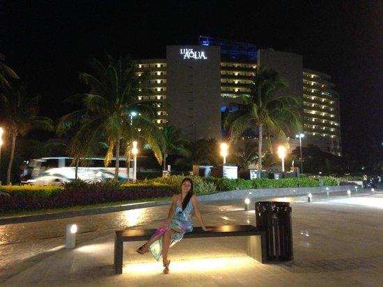 Live Aqua Cancun All Inclusive: Desde el centro comercial la Isla