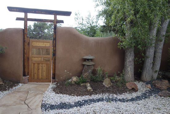 Ten Thousand Waves : Example of Japanese touch to landscape in casita private area